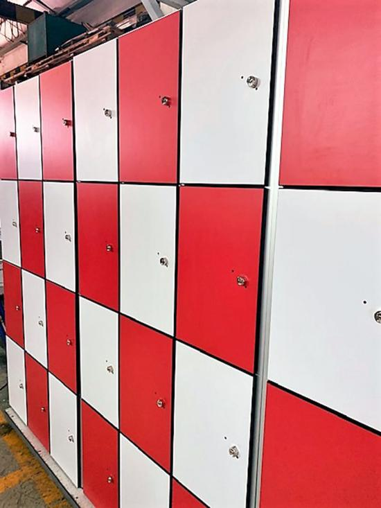 Taquillas P4 Damero Rojo y Blanco